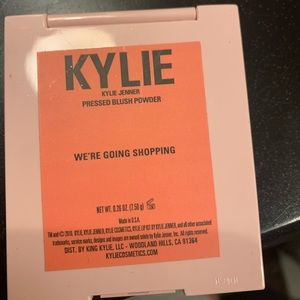 Kylie Cosmetics Makeup - We're going shopping blush ✨
